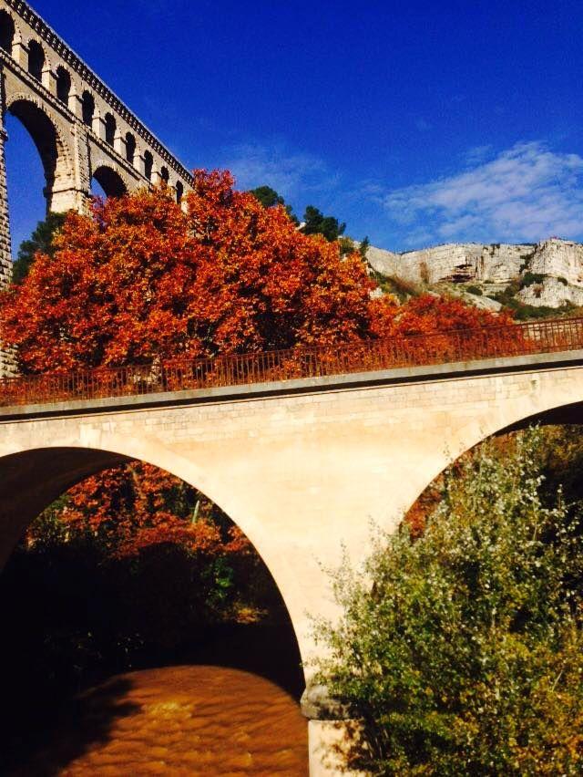 Das Aquädukt von Roquefavour im Herbst.