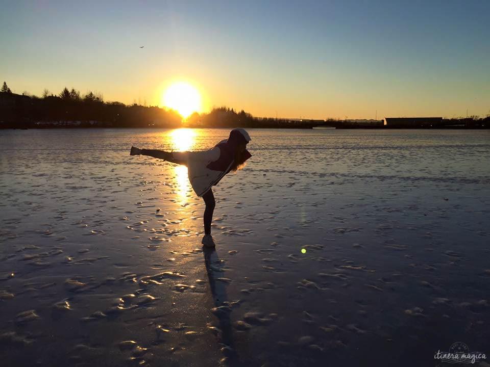 Ambre dansant sur la glace, à Reykjavik.