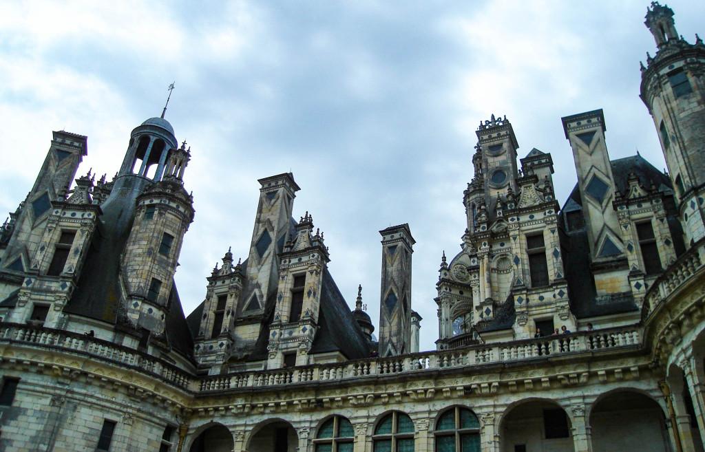 Tours asymétriques du château de Chambord.