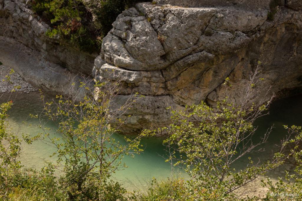 Sur la route de l'olivier en Baronnies provençales.