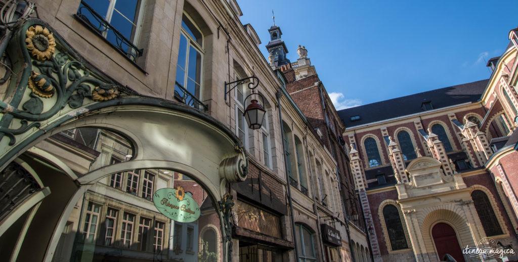 Mais quand on marche dans les rues de Douai, on la découvre aussi moderne, rénovée à la Belle époque. Je me régale de la profusion d'Art nouveau sur les façades lumineuses. Douai est belle, bien plus que je l'imaginais.