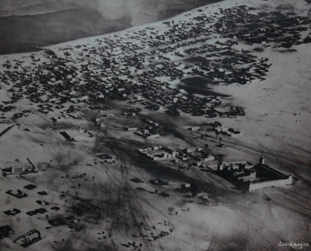 Abu Dhabi en 1960, un village posé sur, les sables - photo exposée à l'Heritage Village.