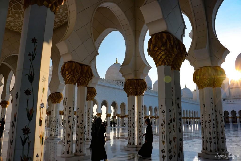 Femmes dans la sublime mosquée Sheikh Zayed d'Abu Dhabi. Aurais-je dû être plus critique quant à cette destination ?