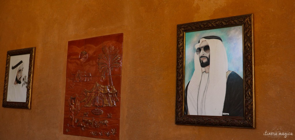 A gauche : Cheikh Zayed avec une rose. A droite : Cheikh Zayed avec de super lunettes.