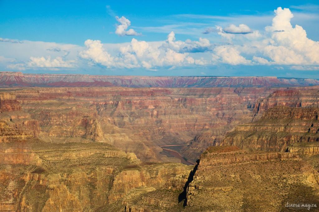 Saviez-vous que le Grand Canyon reste une énigme ? Que les scientifiques se demandent toujours comment est née cette gorge de tous les superlatifs ? Voyage à la découverte des secrets du Grand Canyon, histoires folles, photos à donner le vertige, astuces et itinéraires.