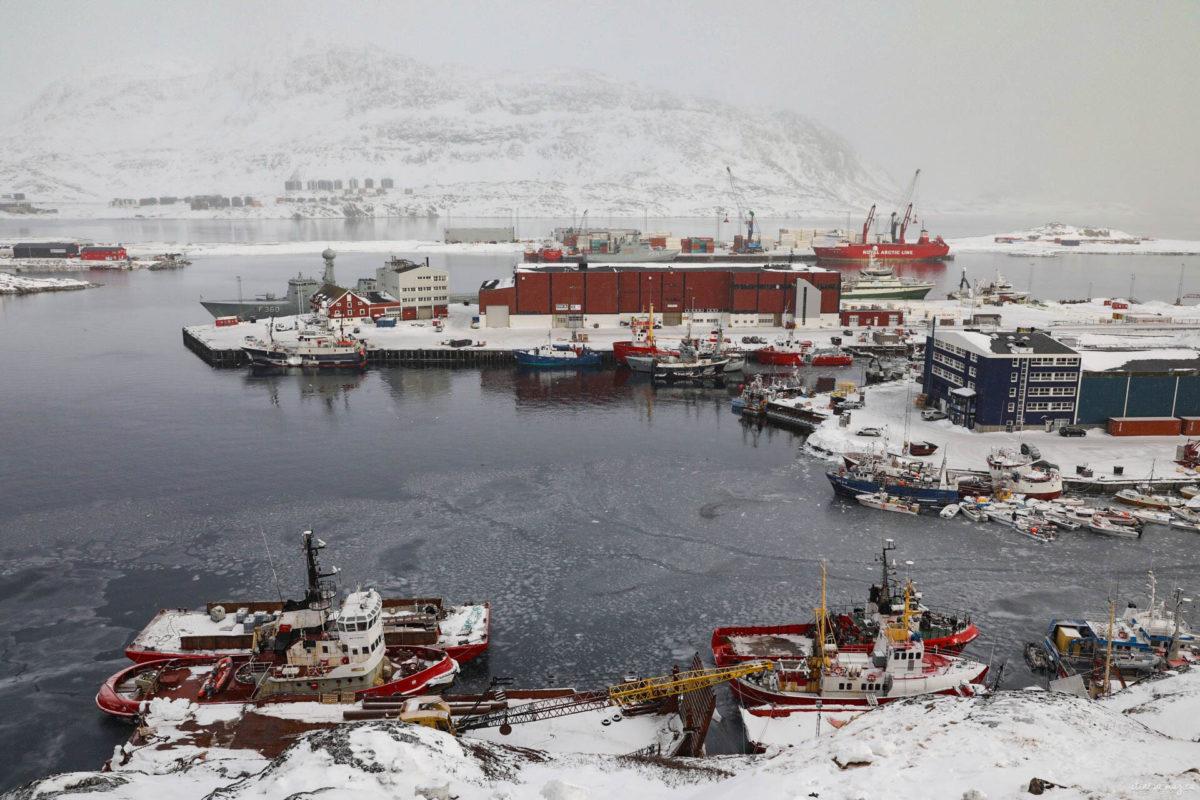 Découvrez Nuuk, capitale du Groenland. Que voir et que faire à Nuuk ? Musées, excursions dans le fjord, découverte de la montagne... Nuuk groenland blog.