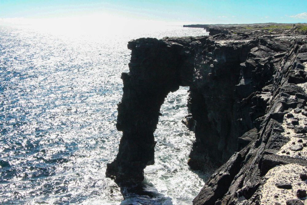 Arche de lave au bout de la Chain of Craters Road. Volcans d'Hawaï.