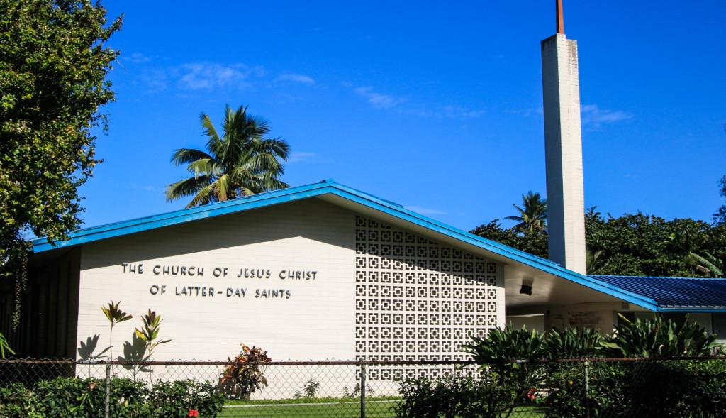 Eglise des Saints des derniers jours (mormons) à Hawaï. Elle est présente dans un nombre incroyable de villages.