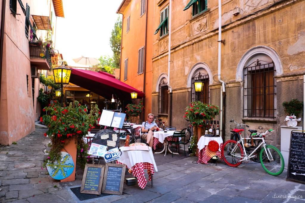Restaurant en bordure de la Piazza dei Miracoli, qui recrée un décor de dolce vita accomplie.