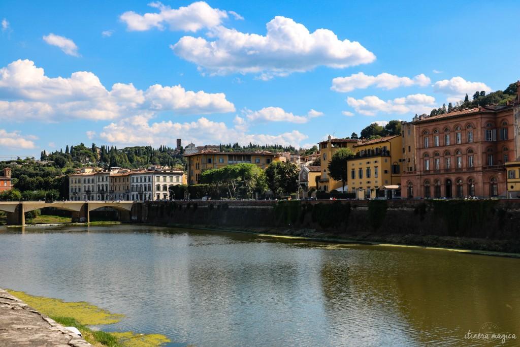 Vue sur l'Arno. Derrière moi, le Ponte Vecchio, tellement bondé et pris d'assaut que j'ai préféré me retourner et prendre cet autre pont, bien moins iconique, mais plus désert...