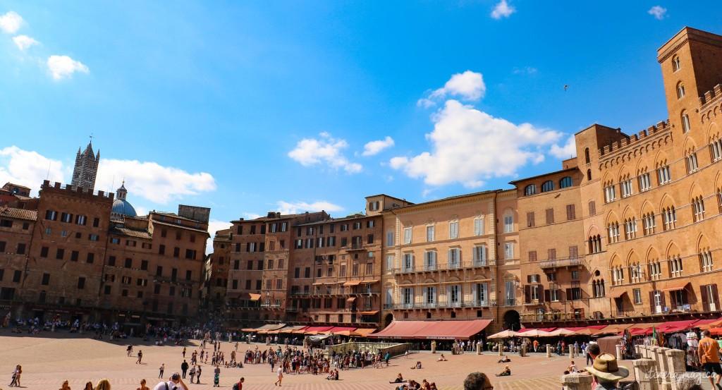 Place centrale de Sienne.