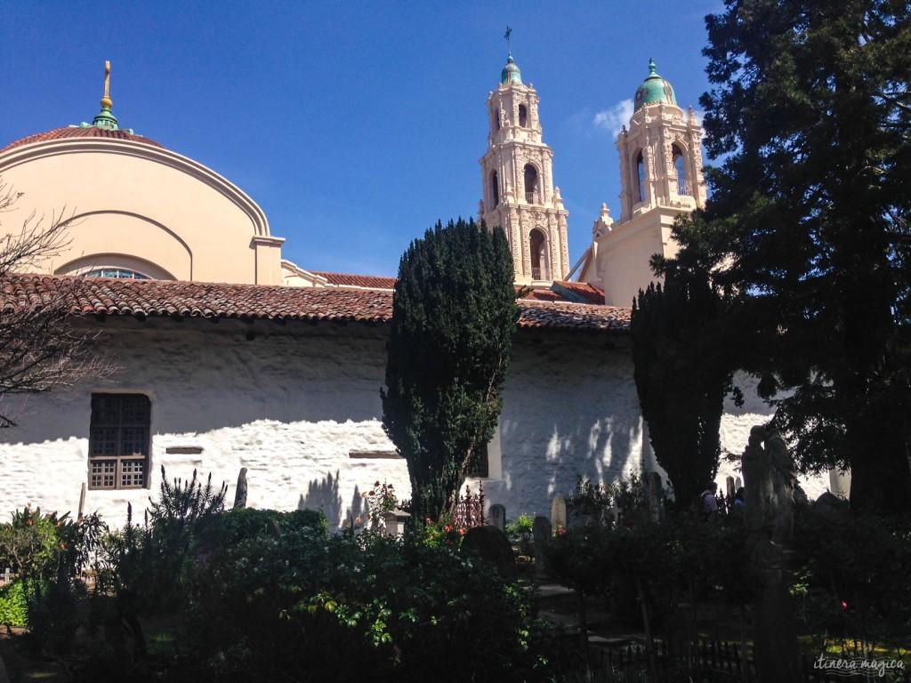 Mission Dolores, ou plutôt Mission Saint François d'Assise, l'église des missionnaires, dans le plus vieux quartier de San Francisco - miraculeusement épargné par le grand séisme du début du XXe.