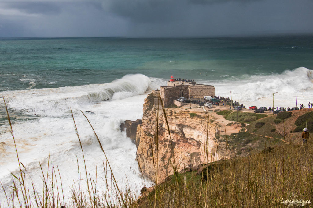 Les plus grosses vagues du monde à Nazaré, Portugal