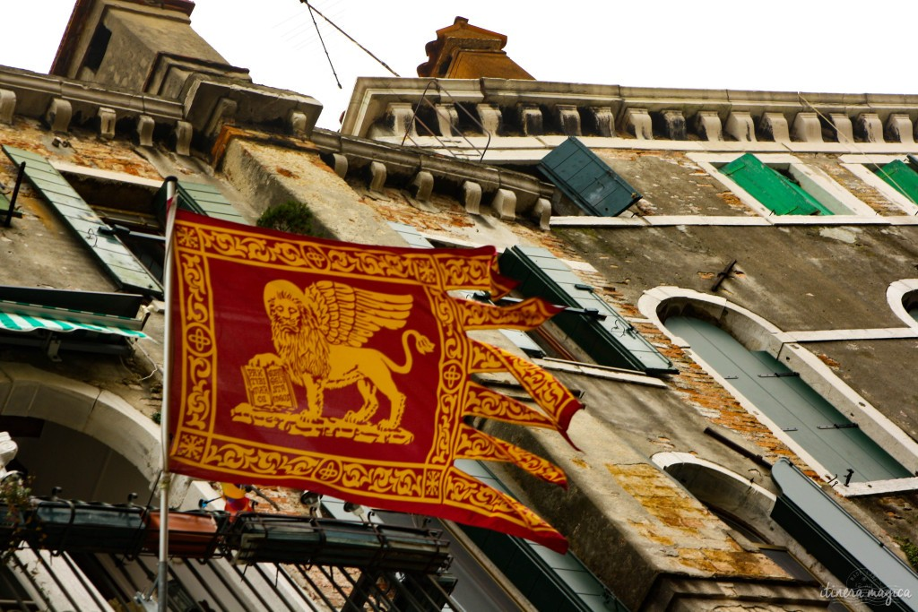 Flag of the Republic of Venice, bearing the lion.