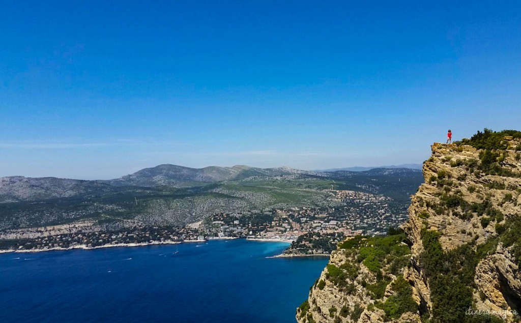 Me (the little red dot) standing over Cassis, happy.