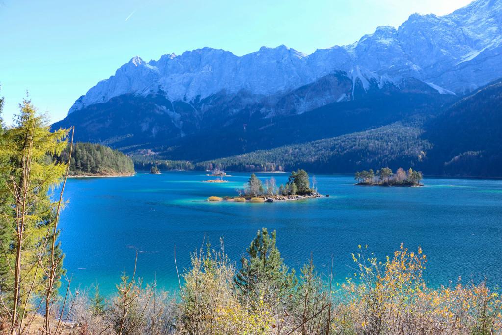 Le lac Eibsee, au pied du plus haut sommet d'Allemagne, le Zugspitze. Les plus beaux endroits de Bavière sur Itinera Magica