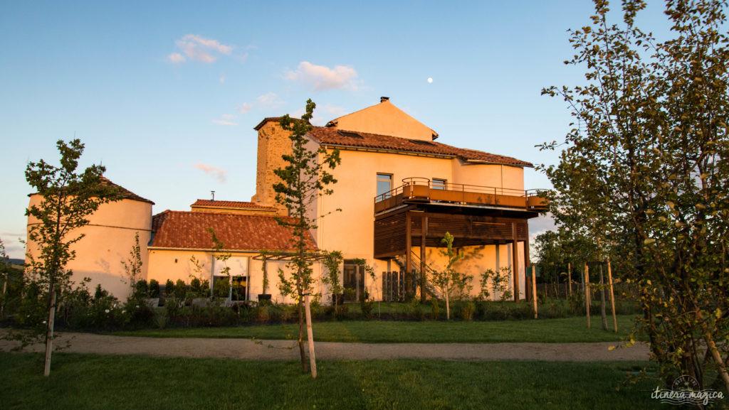 Un gîte de luxe en Aveyron et un projet collectif solidaire porté par tout un village ? Ne cherchez plus ! Bienvenue au Castel d'Alzac !