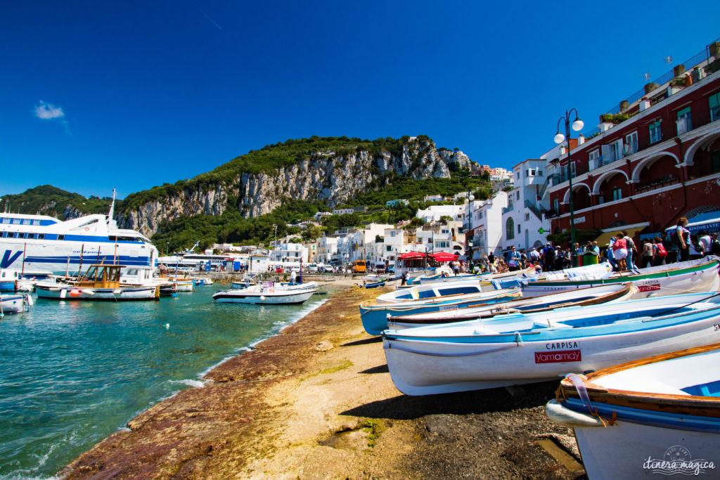 Capri est la perle du golfe de Naples. Tout voyage en Italie du Sud doit passer par cette île de rêve, entre Méditerranée et jardins. Capri, la dolce vita !