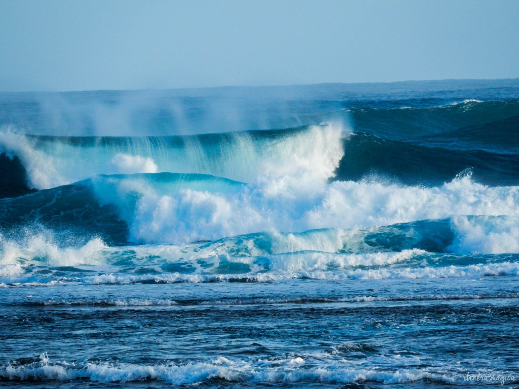 Winter storm waves on the shores of Kauai, Hawaii.