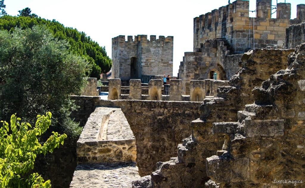 Sur les hauteurs de ce château qu'adorait Pessoa.
