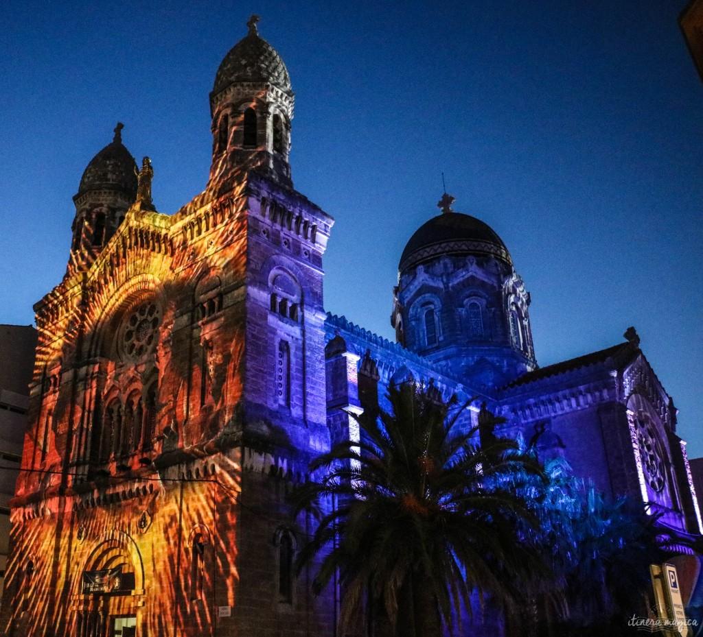 La basilique Notre Dame illuminée.