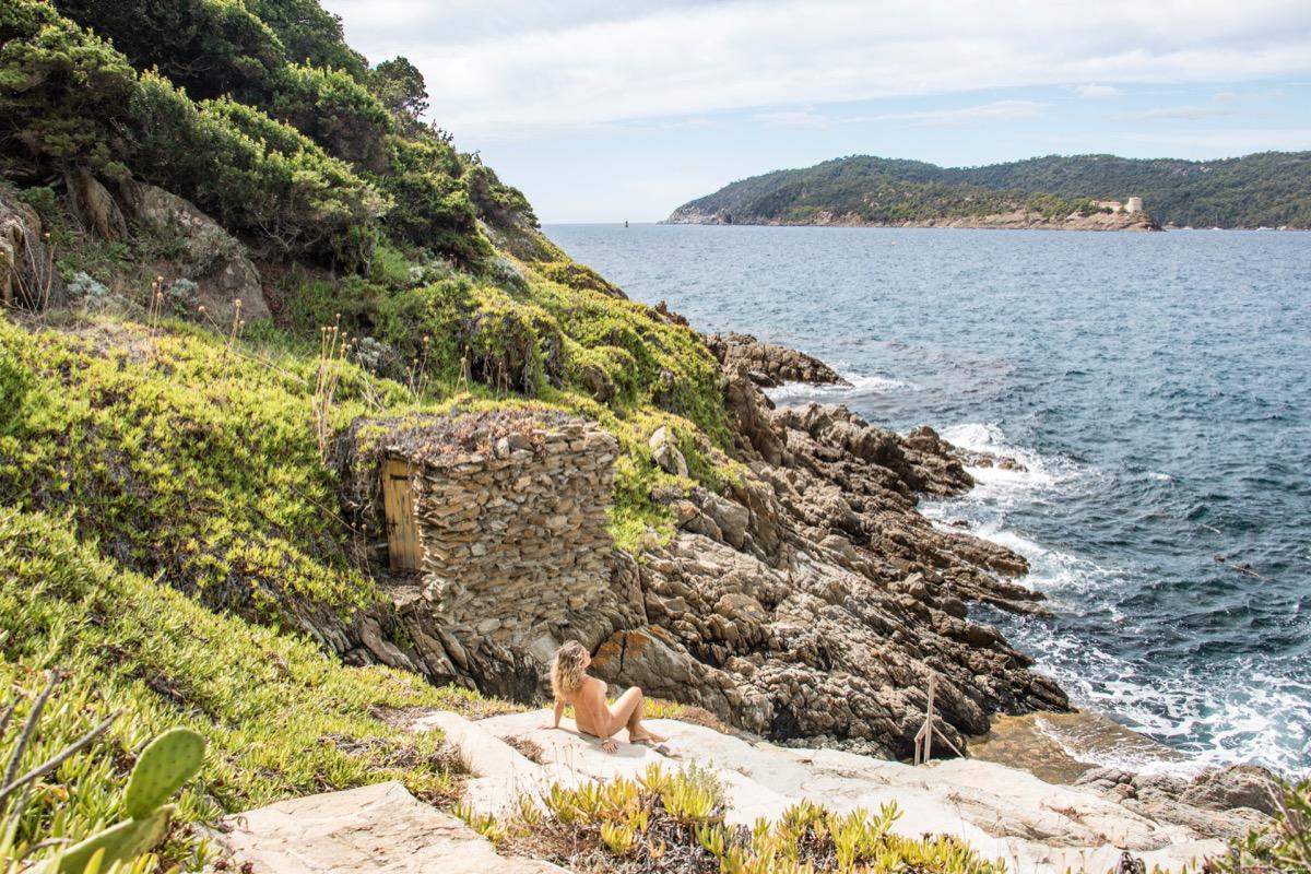 Découverte naturiste de l'île du Levant. #naturisme #mediterranée #provence #hyeres #iledulevant