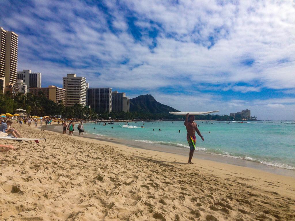 Surfeur de carte postale sur Waikiki.