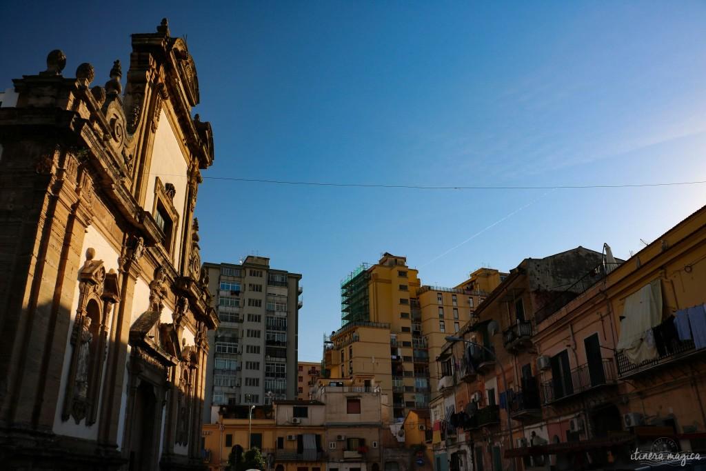 Eine von den vielen heruntergekommenen Barockkirchen in Palermo, in der Nähe vom arabischen Palast La Zisa.