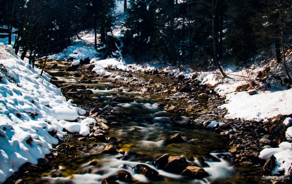 Rivière de montagne, sur la route menant à Hintertux.