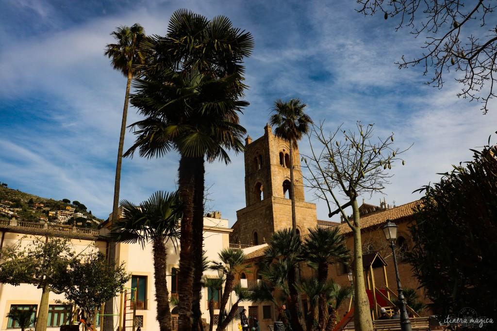 Gärten des Doms in Monreale, mit Kapokbaum und Palmen