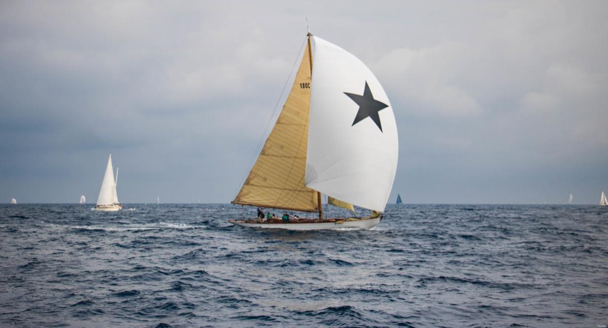 les voiles la pouncho saint tropez bateau saint tropez