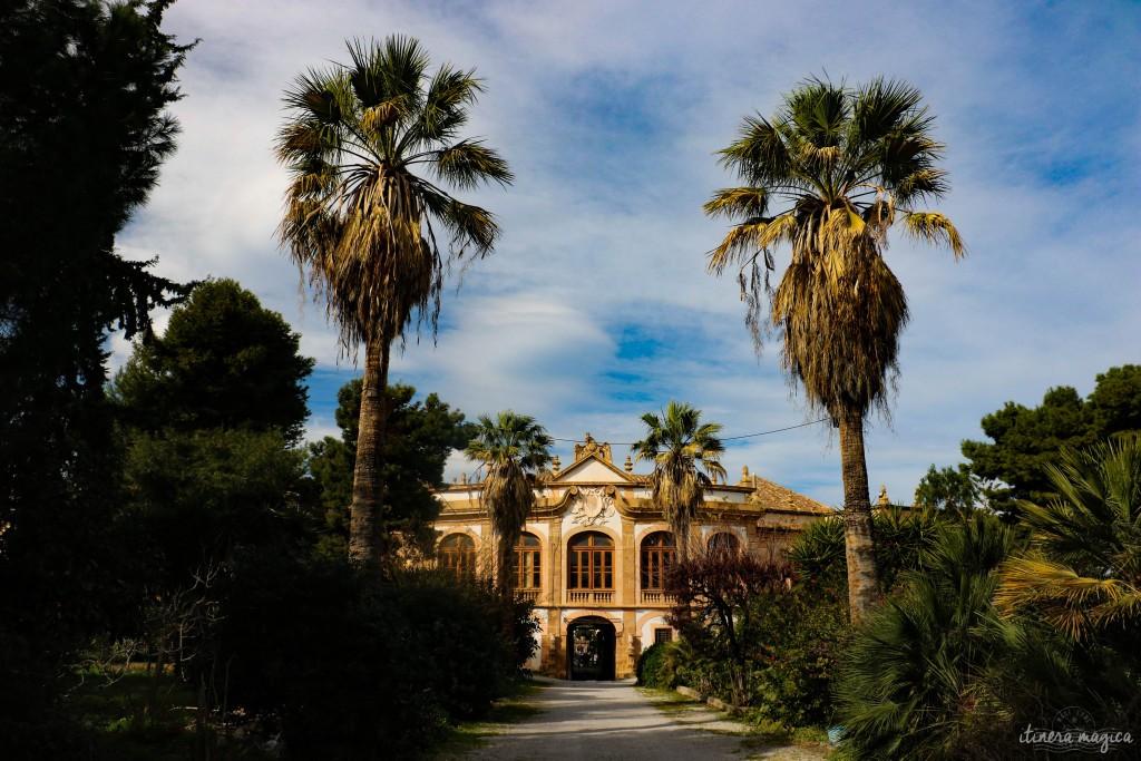 Eingang der Villa Pallagonia.