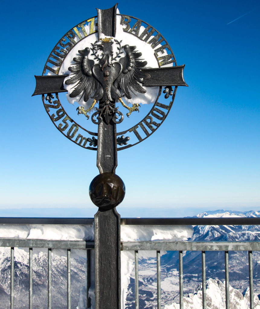 Côté autrichien, la croix du Tirol.