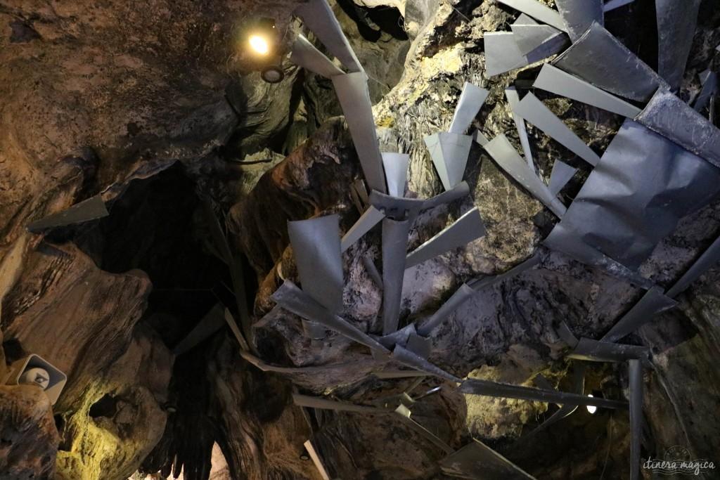 Das merkwürdige Dach der Grotte