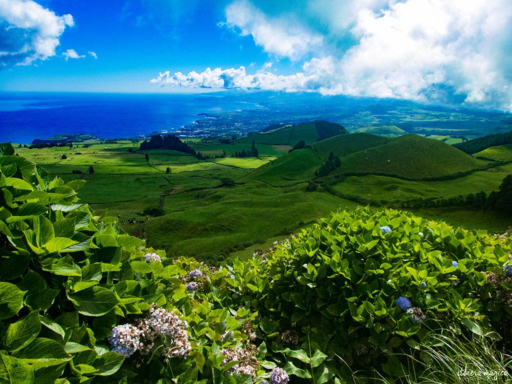 Vous ne connaissez pas les Açores? Une grande histoire d'amour vous attend. Découvrez le diamant de l'Atlantique, entre volcans, vagues et jardins. Que faire aux Açores, que voir ? Tout sur Itinera Magica, blog de voyage amoureux des lointains.