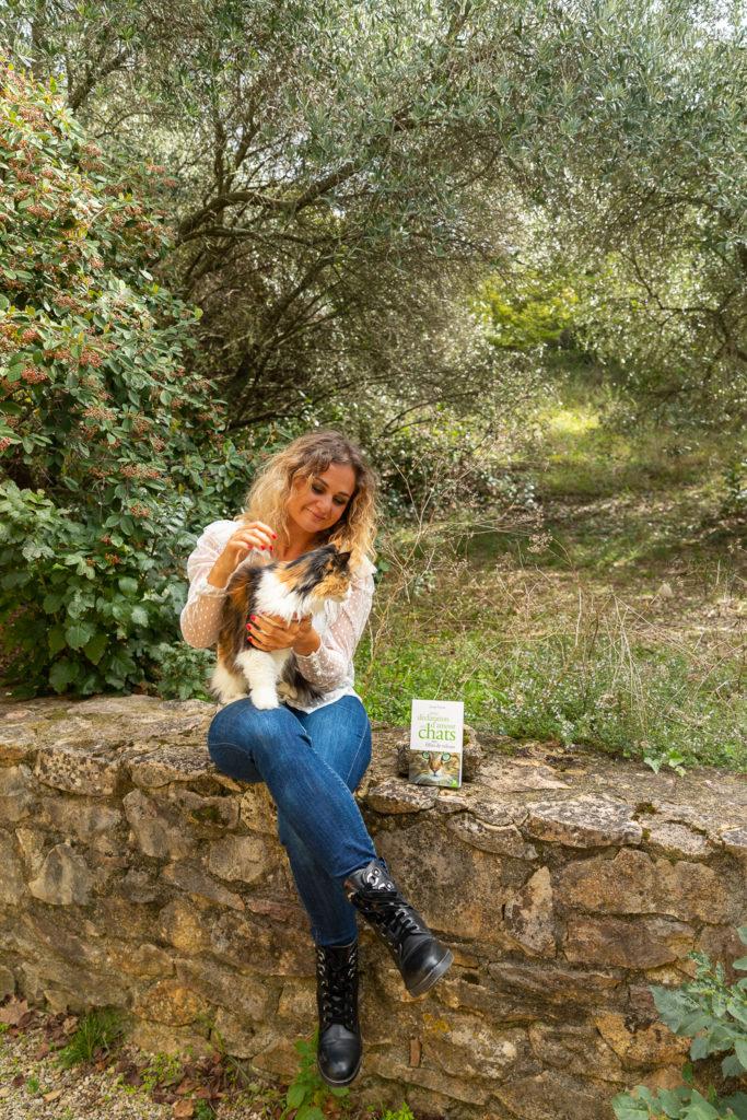 Petite déclaration d'amour aux chats, un essai passionné sur les chats par Ariane Fornia. Un livre à offrir aux amoureux des chats