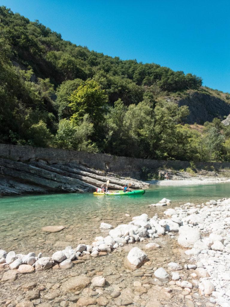 Découvrez les plus beaux sites naturels de Provence : ici la descente de la Drôme en kayak