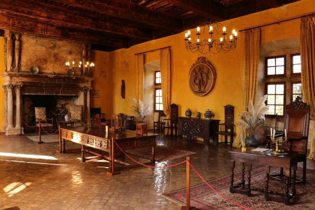 Im Schloss von Lourmarin.