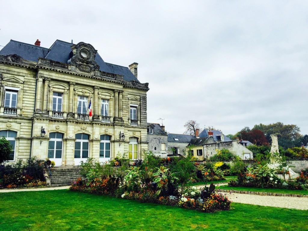 La ravissante mairie du village de Rosiers-sur-Loire