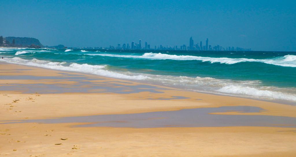 surfers paradise goldcoast australie plage skyline