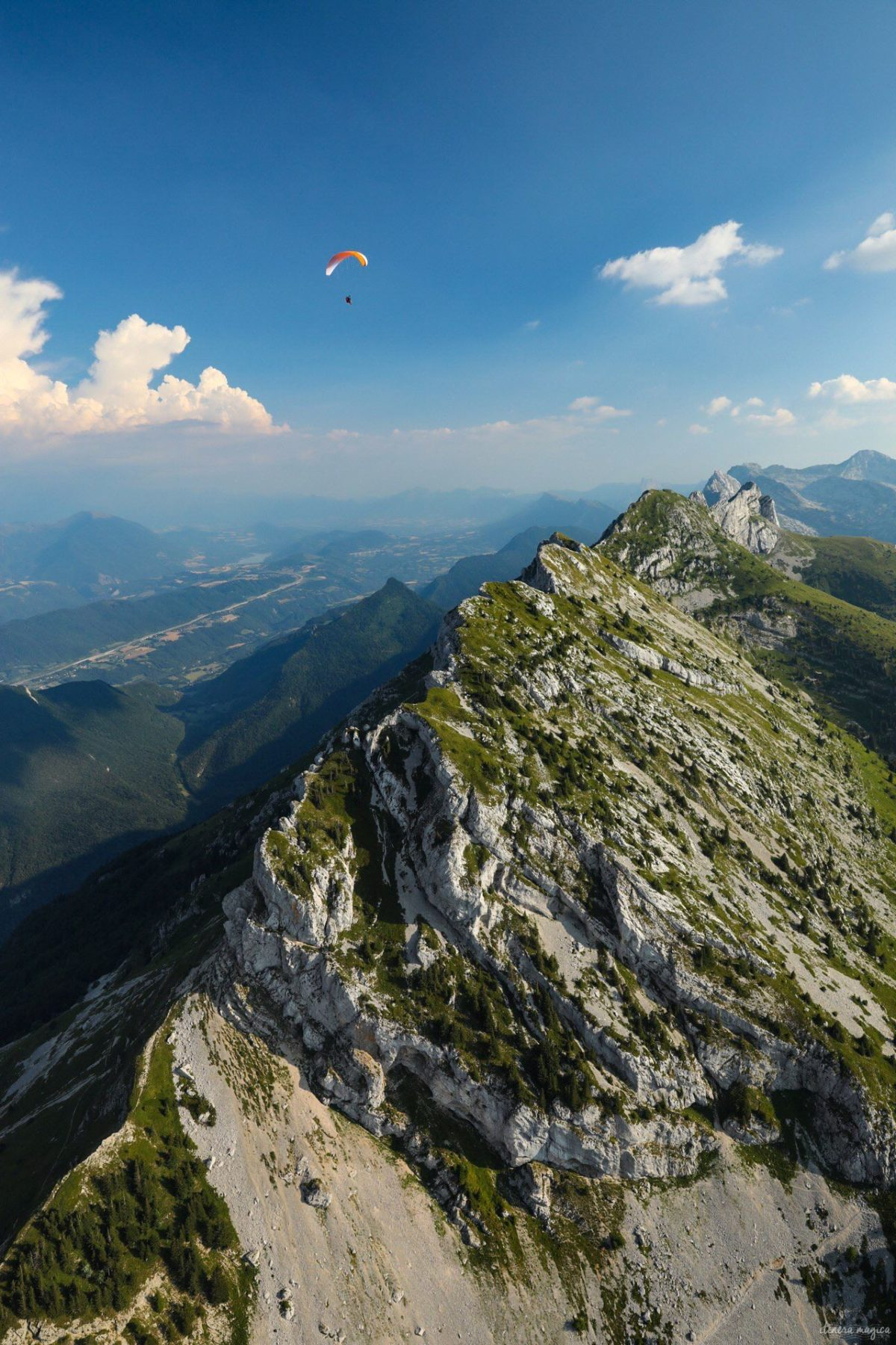 Découvrez les meilleures activités outdoor en Vercors : parapente, spéléologie, équitation, vélo, luge, canirando, etc. Activités de plein air dans les Alpes en été. #vercors