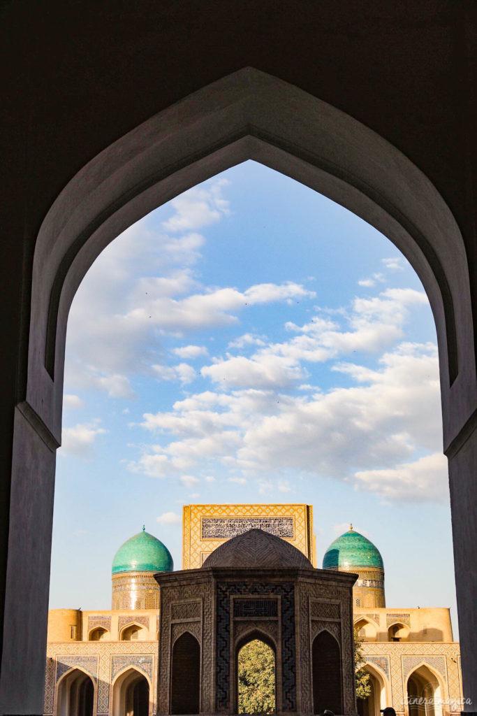 Partons pour un grand voyage en Ouzbékistan. De Samarcande à Boukhara en passant par la steppe, voici un itinéraire de rêve pour découvrir les incontournables d'Ouzbékistan.